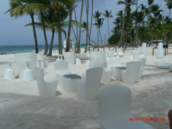 Melia Caribe Tropical: Bar seating at the Beach-spent every evening here