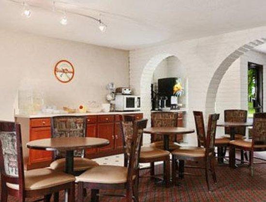 Springdale Inn & Suites: Breakfast Area