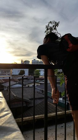 Phranakorn-Nornlen Hotel : Awesome sunset of Bangkok (a view from PN rooftop)