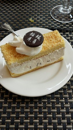 Trattoria Cinese Long Chang Di Zhou Yuelong : Hazelnut Chinese cake