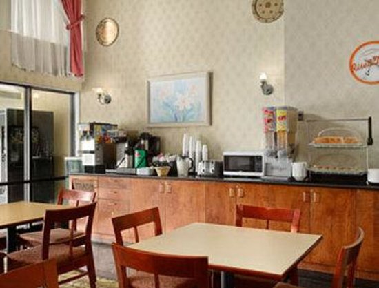 Howard Johnson Inn Washington DC: Breakfast Area