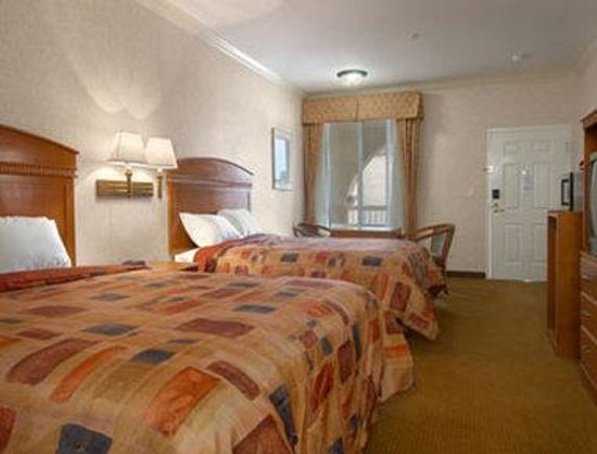 Howard Johnson Inn and Suites Pico Rivera: Standard Two Double Bed Room
