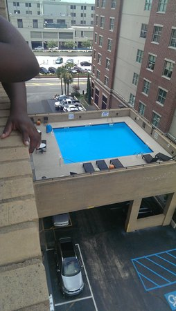 Comfort Inn Downtown Charleston: Nice size pool
