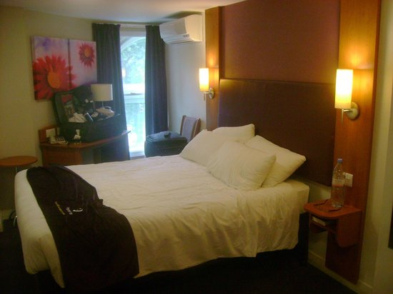 Premier Inn London Leicester Square Hotel: Quarto