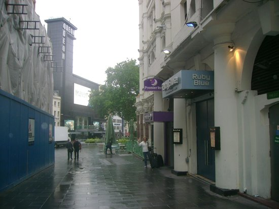 Premier Inn London Leicester Square Hotel : Lateral do hotel