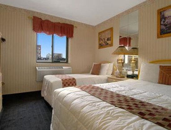 Howard Johnson LaGuardia Airport East: Two Double Bed Room