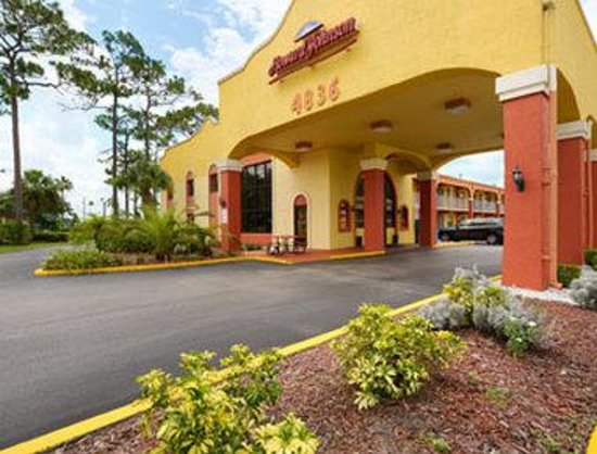 Howard Johnson Express Inn - Suites Lake Front Park Kissimme: Welcome to Howard Johnson Kissimmee