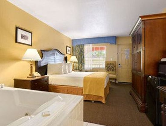 Howard Johnson Express Inn - Suites Lake Front Park Kissimme: Jacuzzi Suite