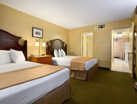 Howard Johnson Express Inn - Suites Lake Front Park Kissimme : Two Bed Room Suite