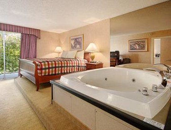 Howard Johnson Plaza Yakima/Near Convention Center: Suite