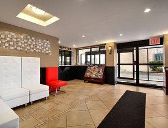 Howard Johnson Inn Queens: Lobby