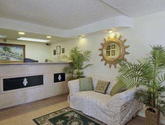 Howard Johnson by Wyndham Tallahassee: Lobby