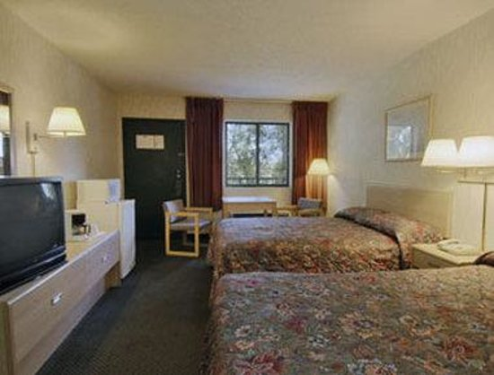 Howard Johnson Express Inn - Tallahassee: Standard Two Double Bed Room