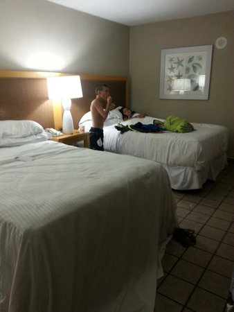 Pearl South Padre: Standard queen room. OK beds, good housekeeping services