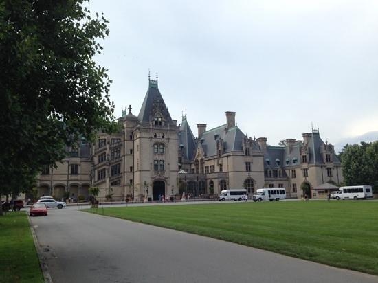 Biltmore Estate: closer shot of the castle