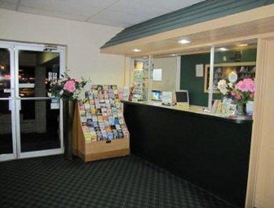 Knights Inn Lancaster PA : Front Desk