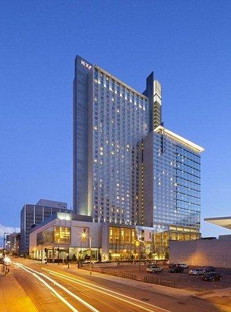 Hyatt Regency Denver At Colorado Convention Center: DENCC_P076_Exterior_Night