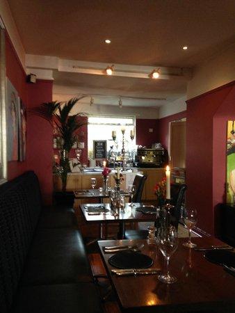 No 14 The Village: Cozy diningroom