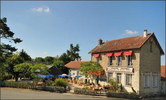 Auberge du Bois Dore : devant restaurant
