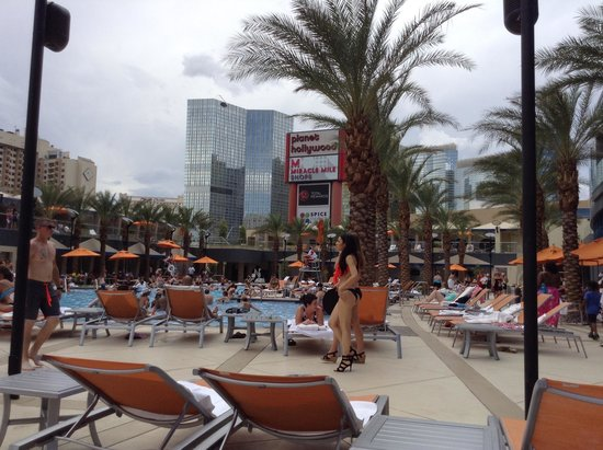 Elara, a Hilton Grand Vacations Club: Swimming pool