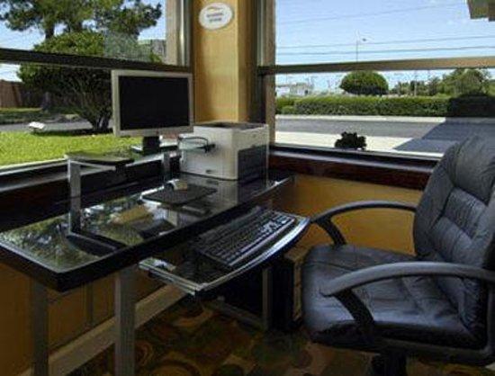 Baymont Inn & Suites Mobile/ I-65: Business Center