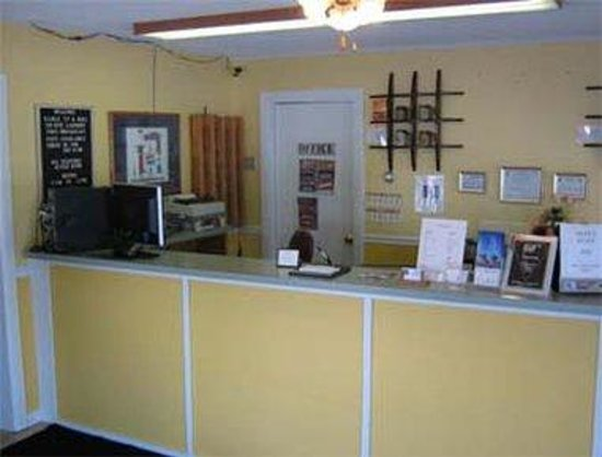Relax Inn: Front Desk