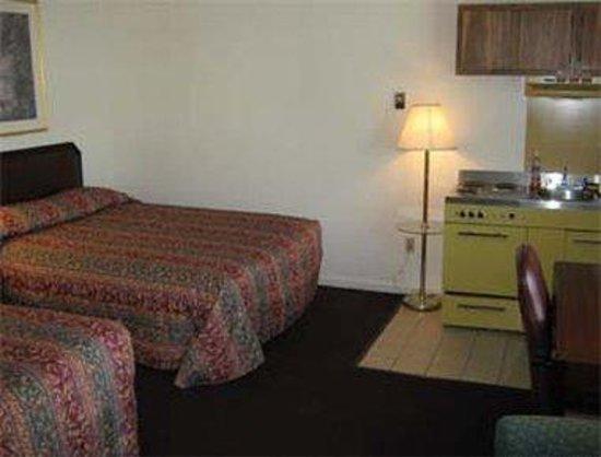 Knights Inn Brunswick: Efficiency Room