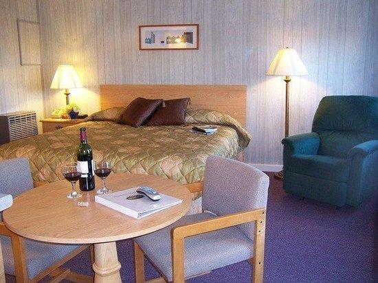 Seascape Motel and Cottages: Duplex Cottage- 1K, kitchen, full bath