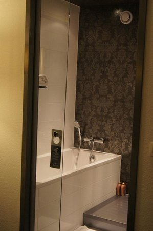 WestCord Fashion Hotel Amsterdam: banheiro