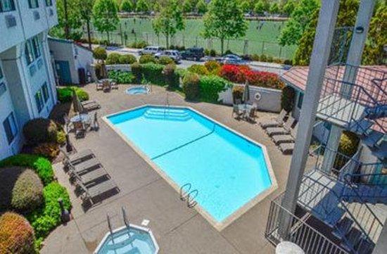 Ocean Pacific Lodge: Pool