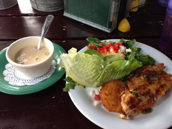 Hurricane Oyster Bar : Blackened fish of the day: Redfish over jalapeño fried green tomatoes, salad with mango dressing