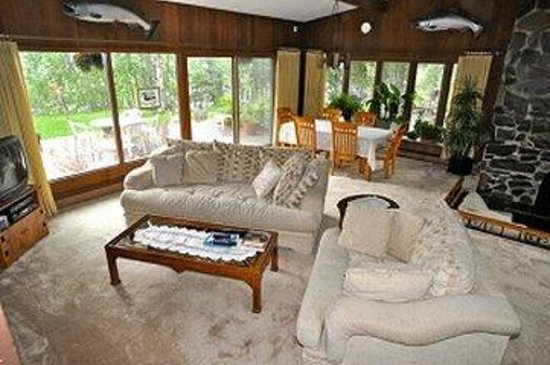 Alaska Fishing Lodge - Soldotna Bed and Breakfast Lodge: Lobby