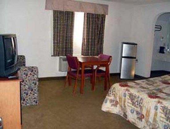 Knights Inn Waco South: Suite