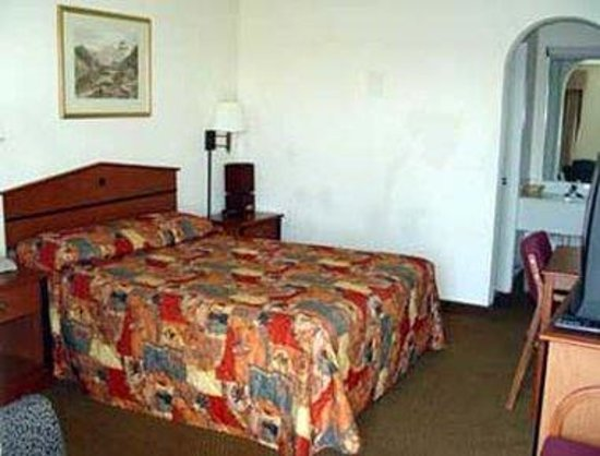 Knights Inn Waco South: Guest Room With King Bed