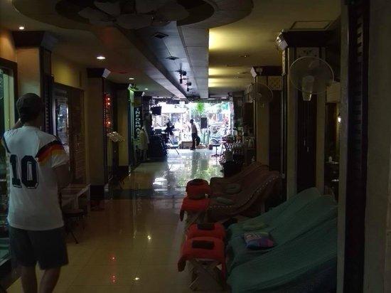 Rambuttri House : Esta es la entrada al hotel