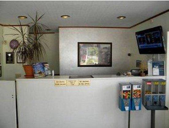 Kalamazoo Knights Inn: Front Desk