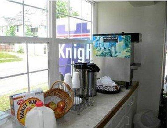 Kalamazoo Knights Inn: Breakfast Area