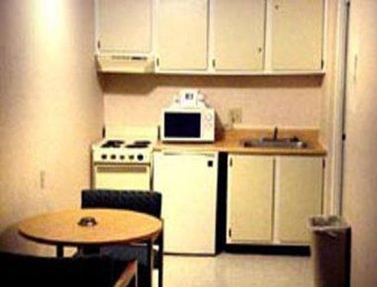 Knights Inn Charlotte South: Suite Kitchenette