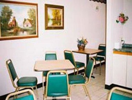 Richmond Inn & Suites: Breakfast Area