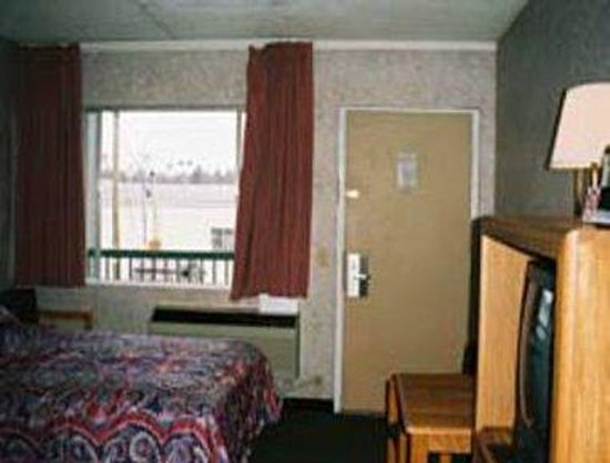 Richmond Inn & Suites: Guest Room