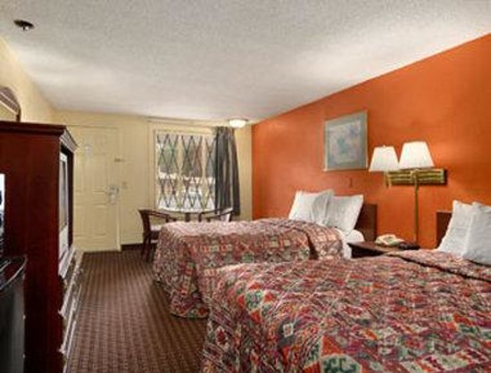 Knights Inn Atlanta East: Guest Room