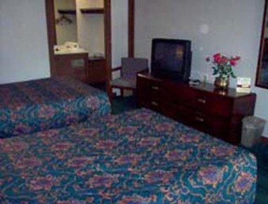 Knights Inn Battle Creek: Guest Room With Two Beds