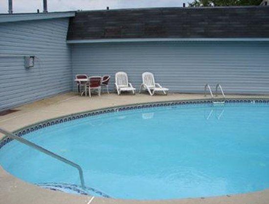 Knights Inn Columbia Northwest : Pool