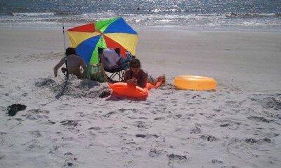 Gulf Breeze Motel: west public beach