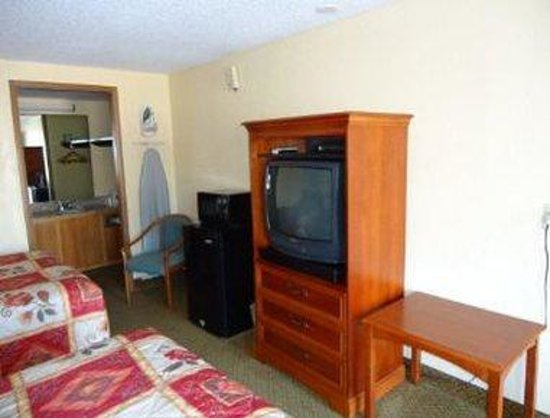 Knights Inn Martinsburg: Two Bed Guest Room
