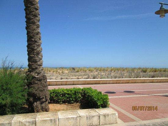 Hotel & Spa Peniscola Plaza Suites: Playa enfrente del hotel