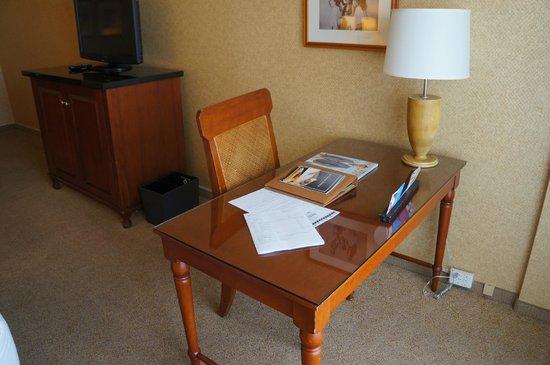 Hyatt Regency Waikiki Resort & Spa: Desk