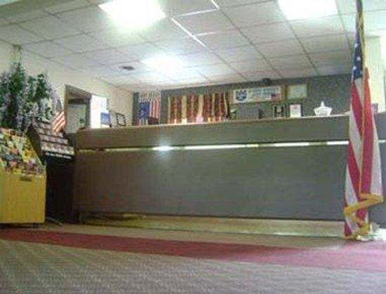 Knights Inn Emporia: Front Desk