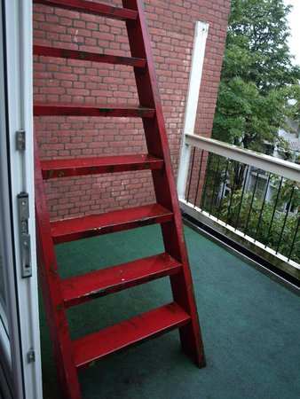 Hotel Milano: Fire escape on balcony