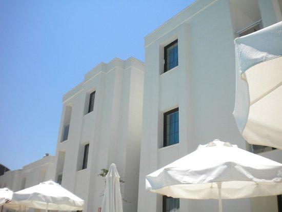 Queen Resort Hotel: hotel blocks